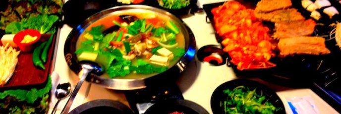 八色サムギョプサル では, ワインや松の葉, ハーブ, カレー など様々な味の サムギョプサル が楽しめます!