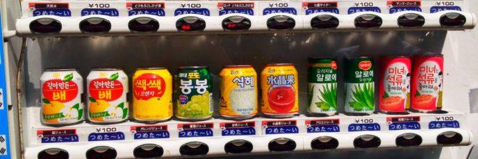 新大久保コリアンタウンにある自販機では 韓国のドリンク が買えるよ!